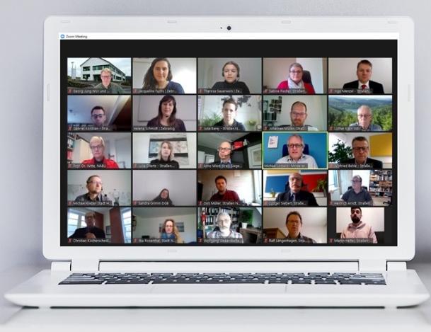 Laptop mit Webkonferenz